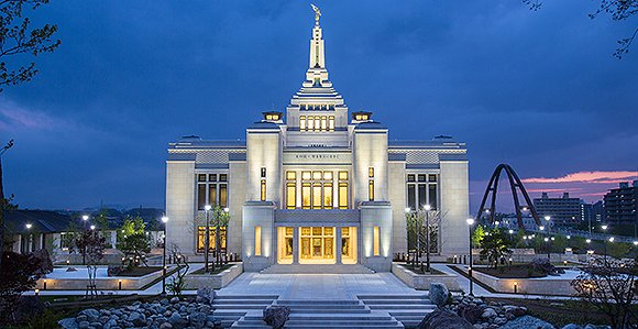 580-Sapporo-Japan-Temple-night-shot2016